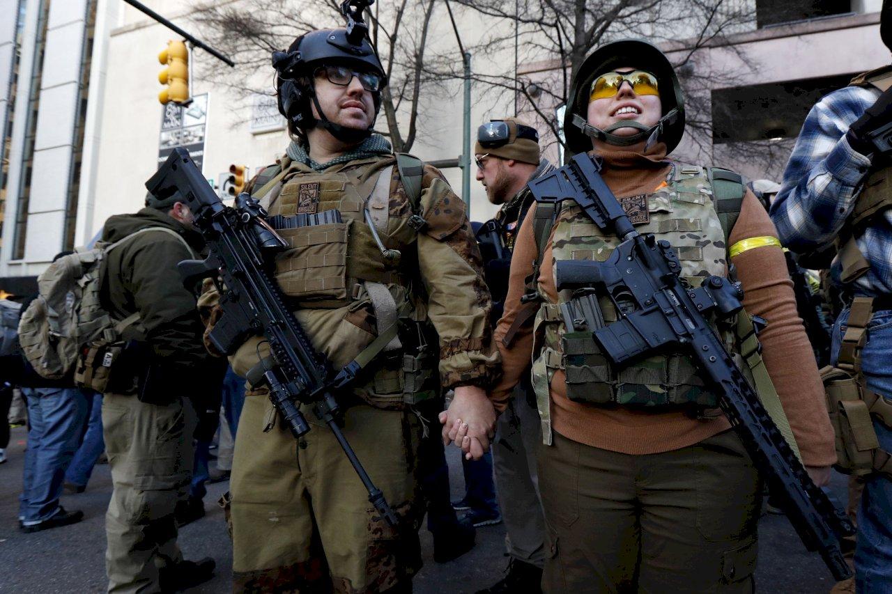 不滿管控槍枝 美維吉尼亞州數千人集會