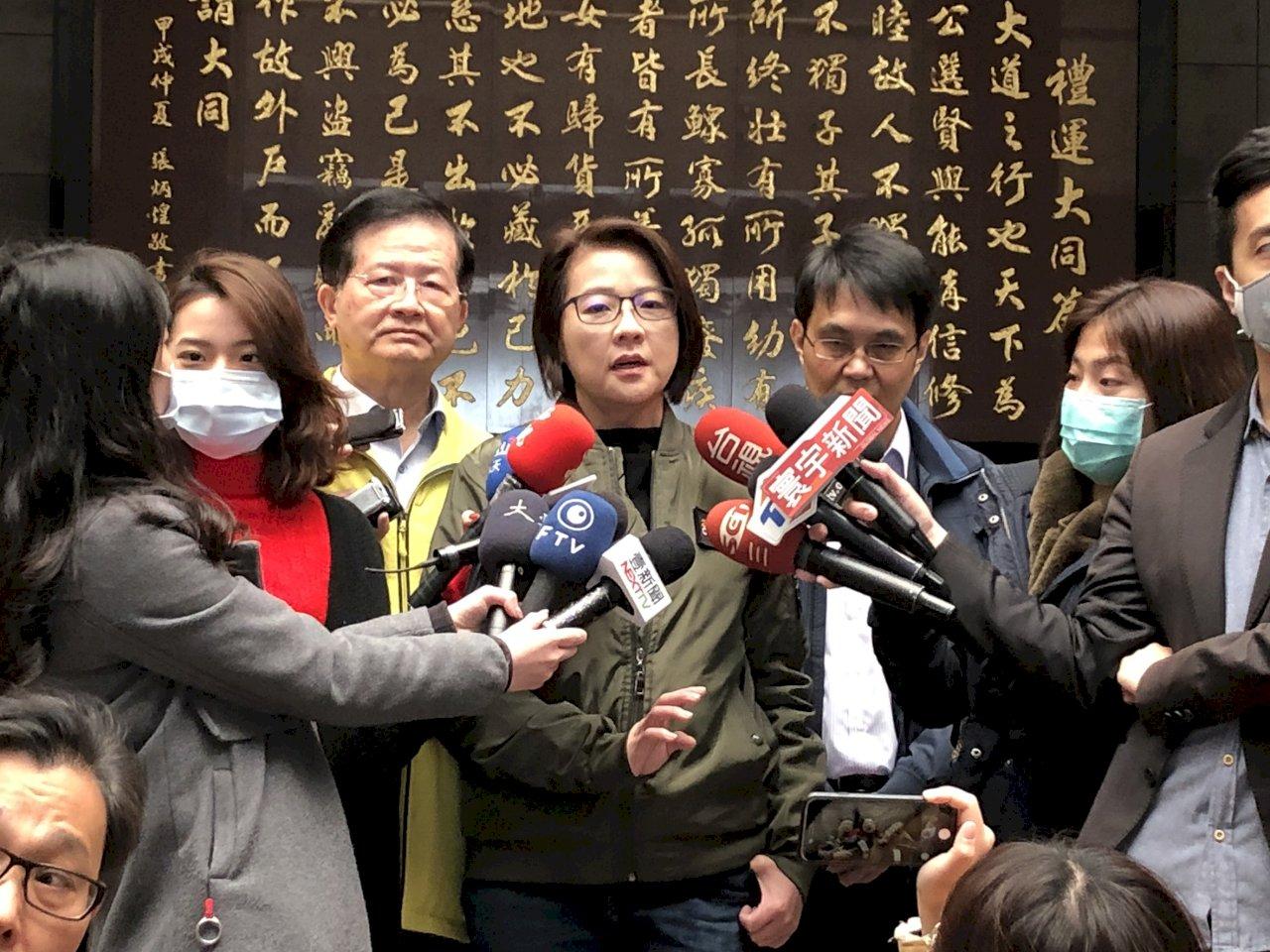 柯文哲下令北市府員工戴口罩 黃珊珊:補足防疫漏洞