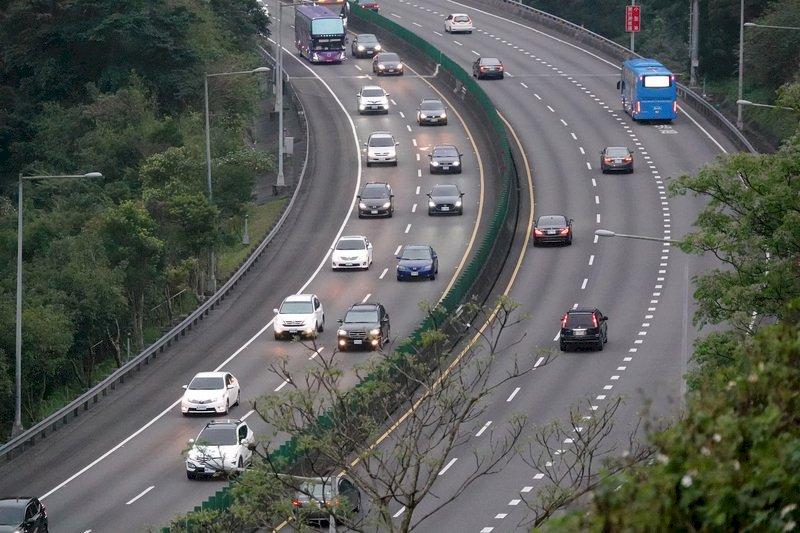全台三級警戒 端午連假國道取消高乘載管制