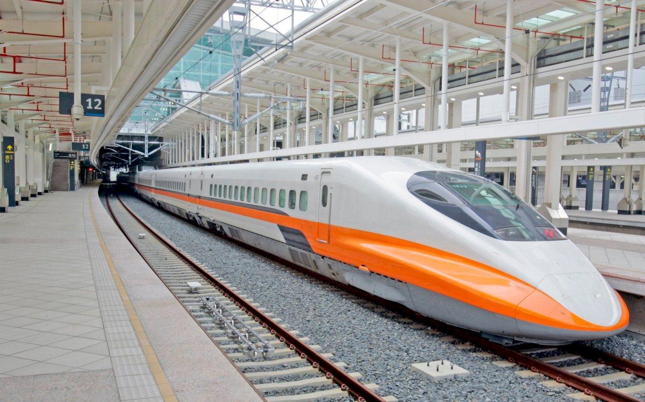 交通部再鬆綁 雙鐵乘載率增為8成 開放潛水衝浪