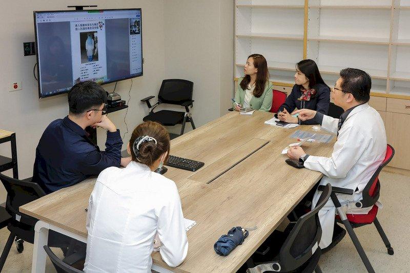 帛琉大使推文讚台灣 關鍵在新光醫院助建實驗室
