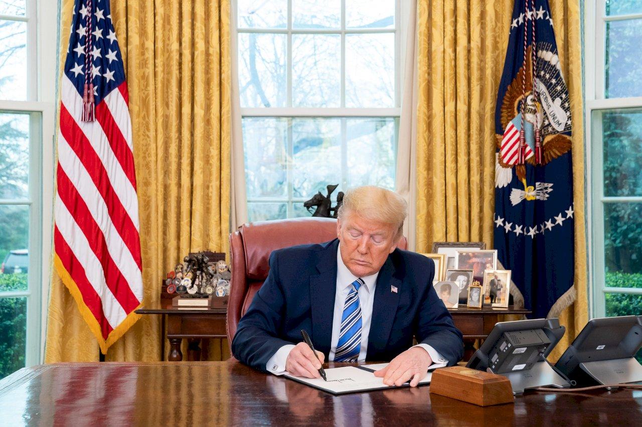 繼台灣旅行法後 川普簽署台北法案成美國內法