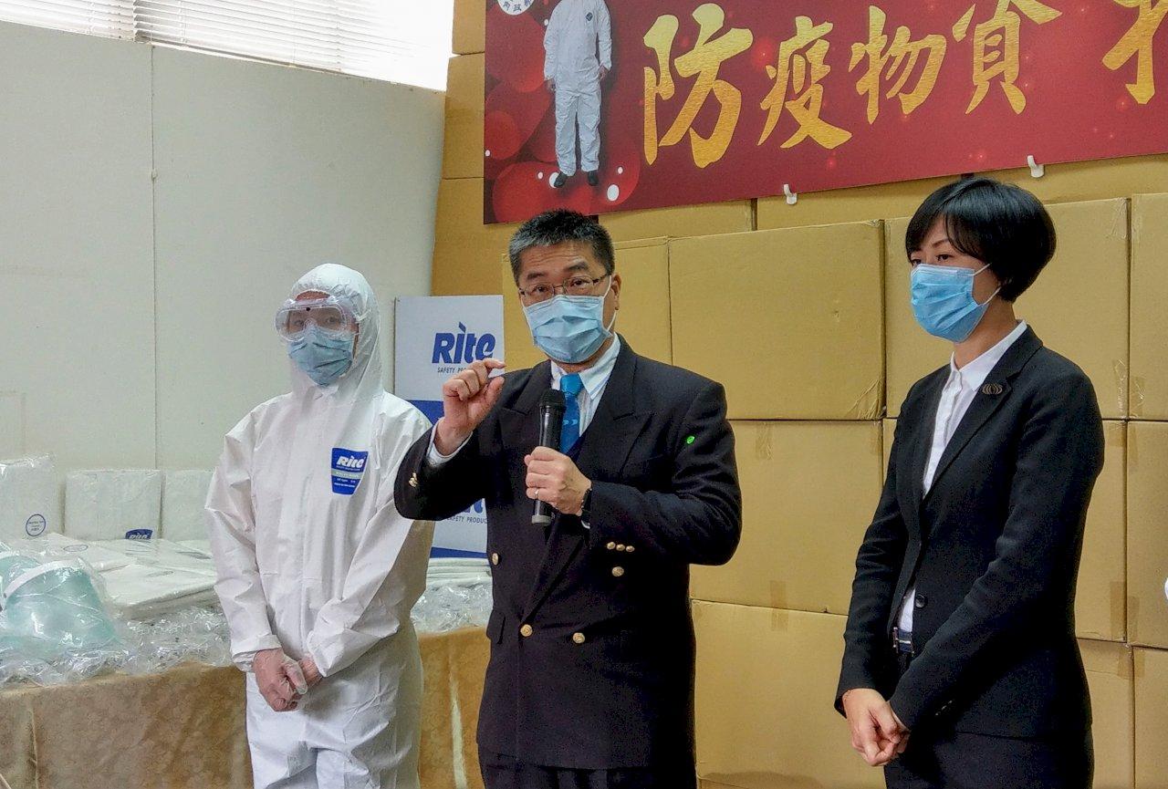 徐國勇邀企業相挺 捐2千萬物資助第一線防疫