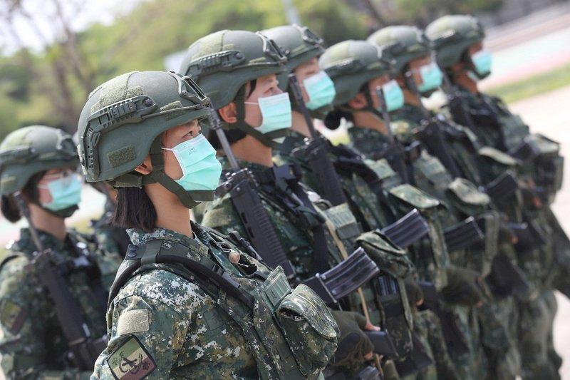 敦睦艦隊3確診 國防部:即日起全軍全天戴口罩