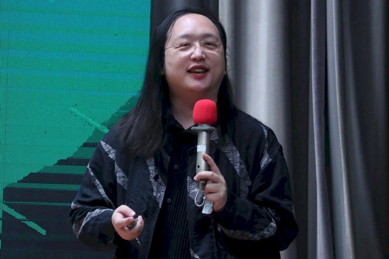印媒專訪唐鳳:台灣以科技控制疫情打擊假消息