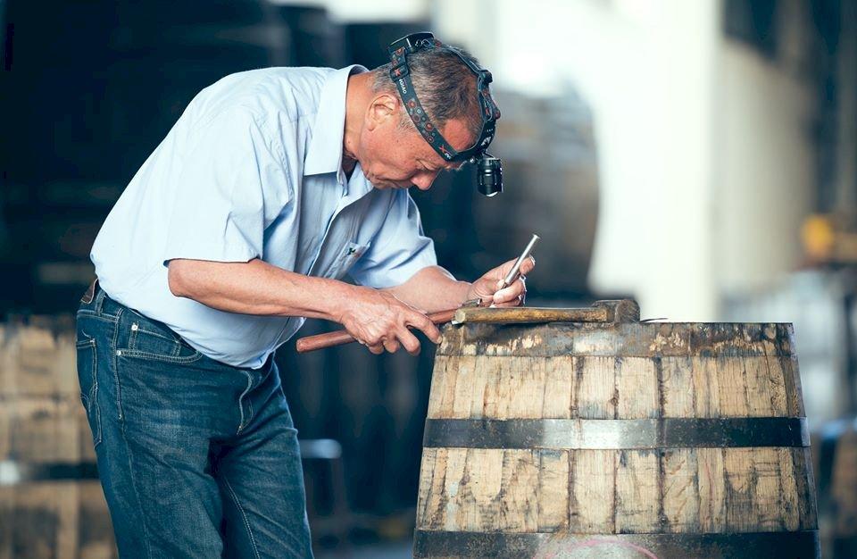 釀造520紀念酒OMAR  文總匠人魂介紹橡木桶修復師