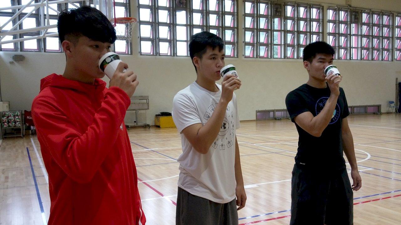 師大研究:賽前1小時喝杯黑咖啡 籃球員續航力大提升 (影音)