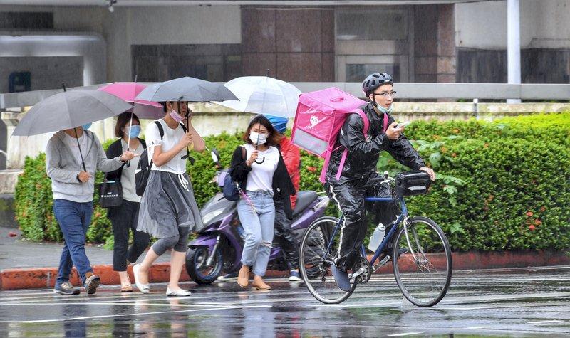 北北基大雨特報 鋒面通過北台灣高溫略降