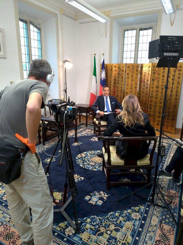 義大利媒體專訪駐處代表 盼借鏡台灣抗疫經驗