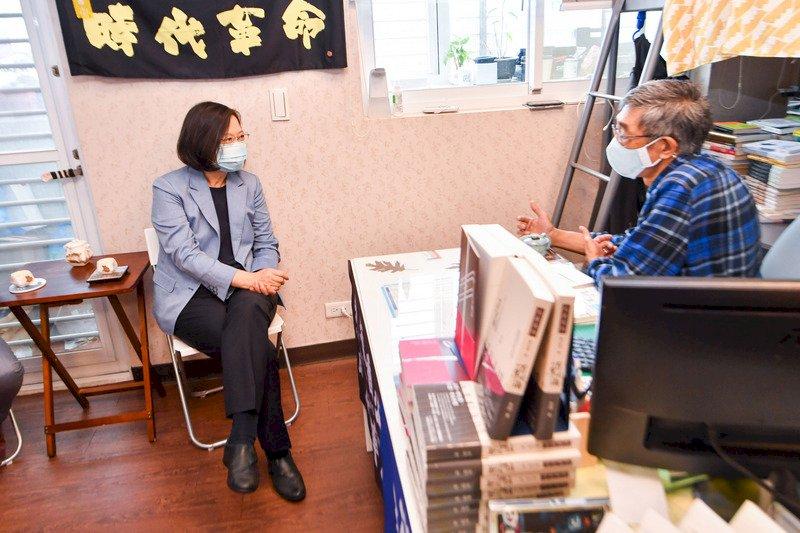 參訪銅鑼灣書店 蔡總統:政府力量投入 強化對在台港人照顧