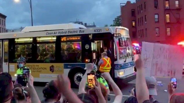 非裔之死抗議潮燒到紐約 公車司機拒運送被補民眾
