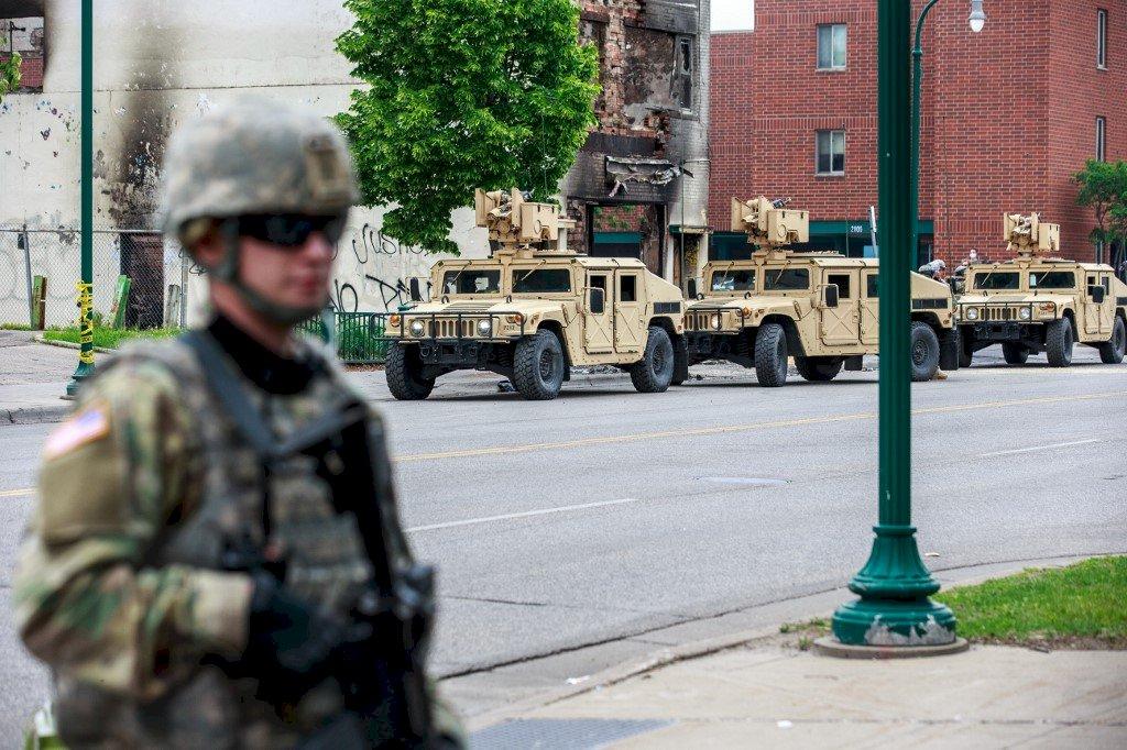 因應暴力抗議 明尼蘇達州500國民兵和空軍出動