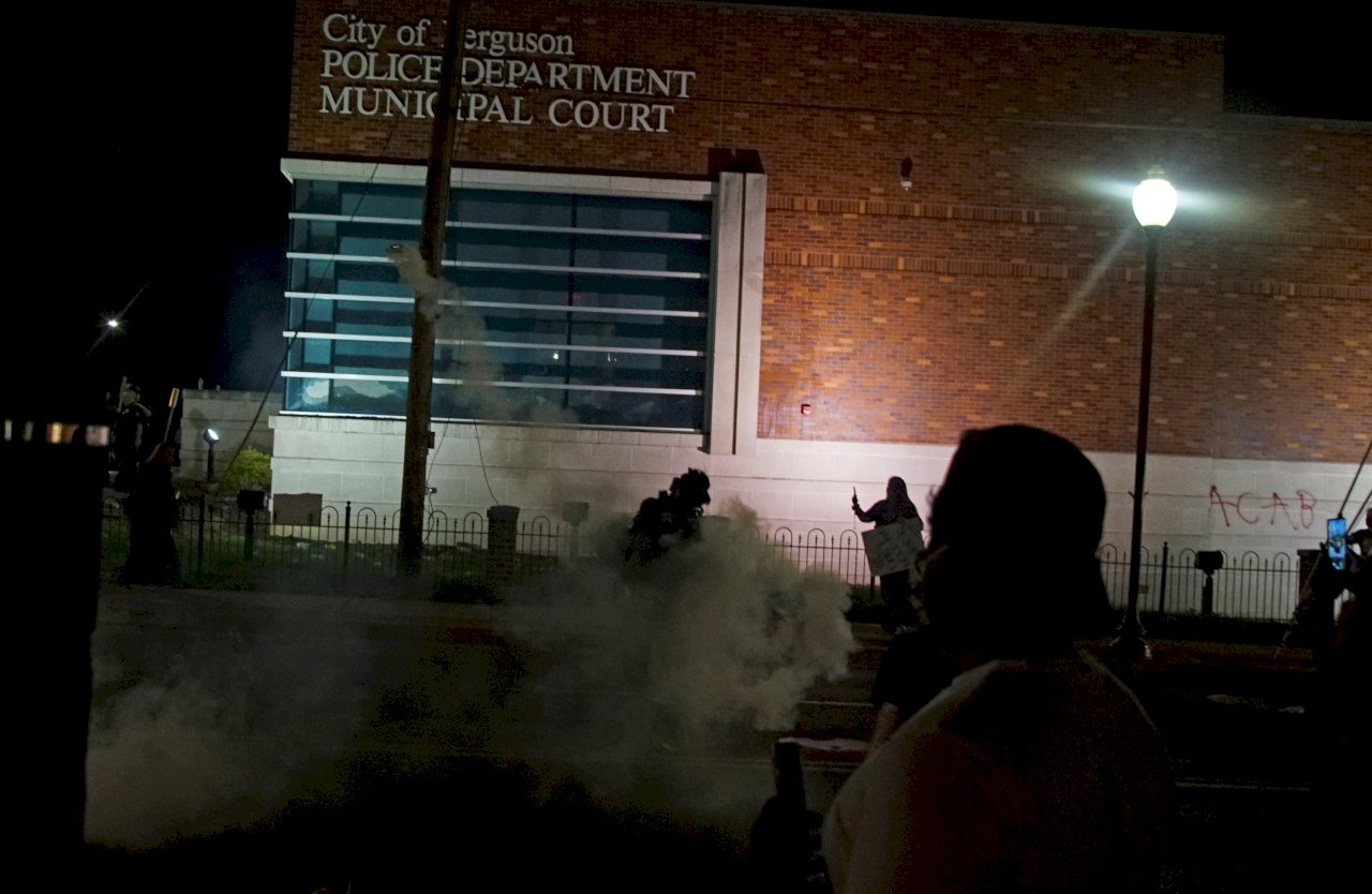 美警射橡膠子彈驅離示威者 路透電視兩人掛彩