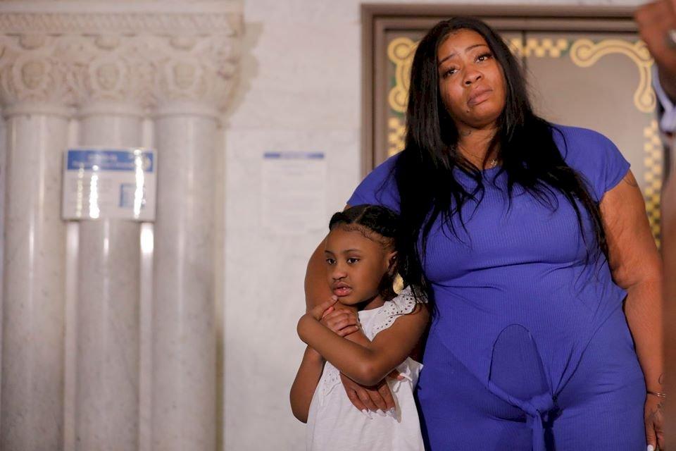 佛洛伊德留下6歲稚女 親友盼伸張正義