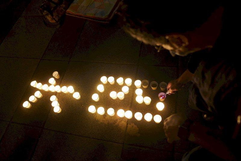 點起一根蠟燭:紀念天安門事件32年香火不熄