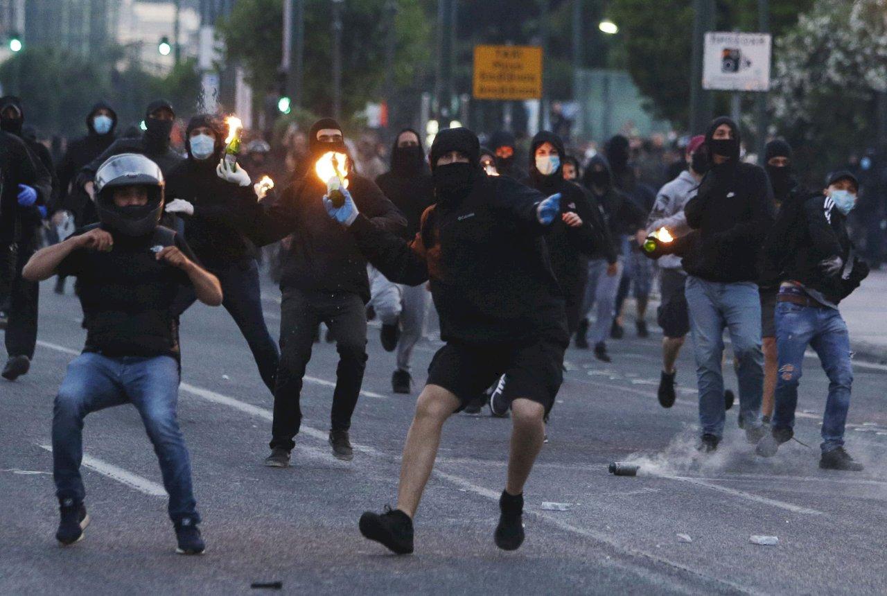 非裔遭警壓頸致死引燃怒火 希臘示威者丟汽油彈