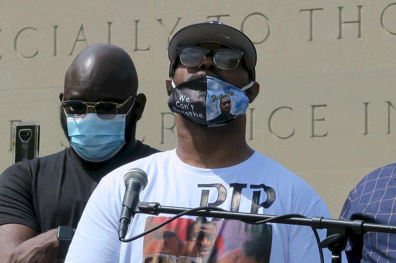 非裔男佛洛伊德之死 胞弟現身追悼會激動籲和平