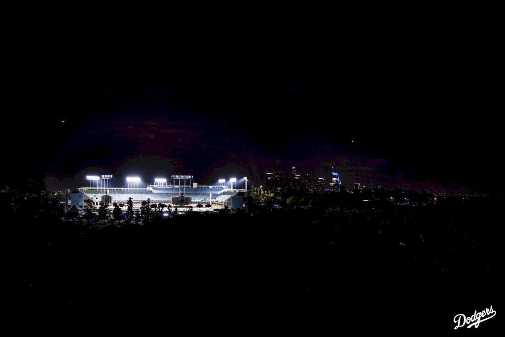 道奇球場亮燈8分46秒 紀念佛洛伊德之死