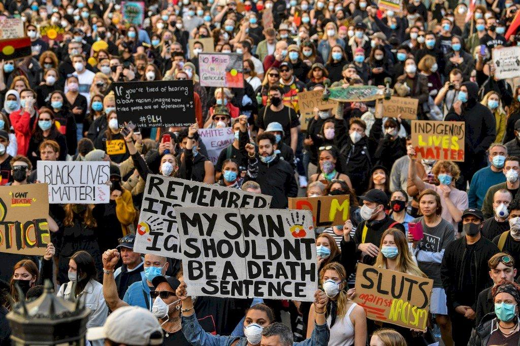 政界領袖示警疫情 澳洲數千民眾仍上街反歧視