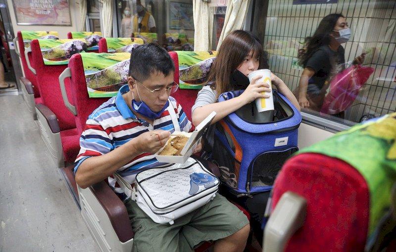雙鐵客運車廂擬禁飲食 交部:日期指揮中心決定