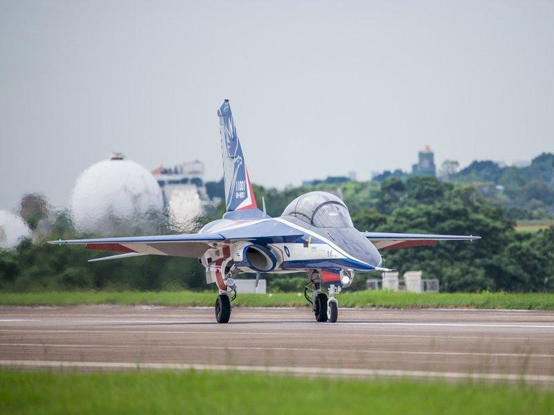 勇鷹明首飛  前空軍副司令:應展開新戰機研發