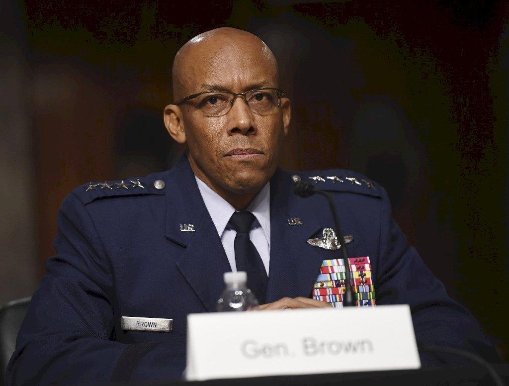 美國首位非裔空軍參謀長 參議院通過布朗任命案