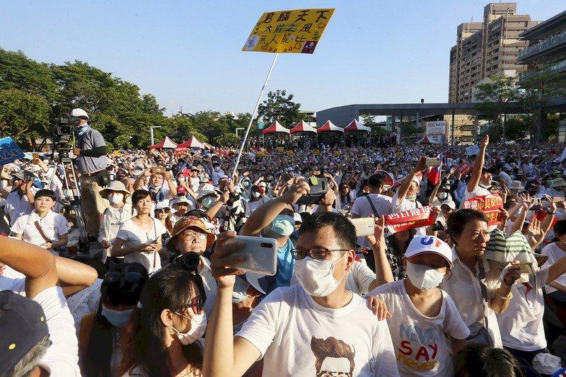 韓國瑜辦草地音樂會與市民告別 支持者擠爆市府周邊