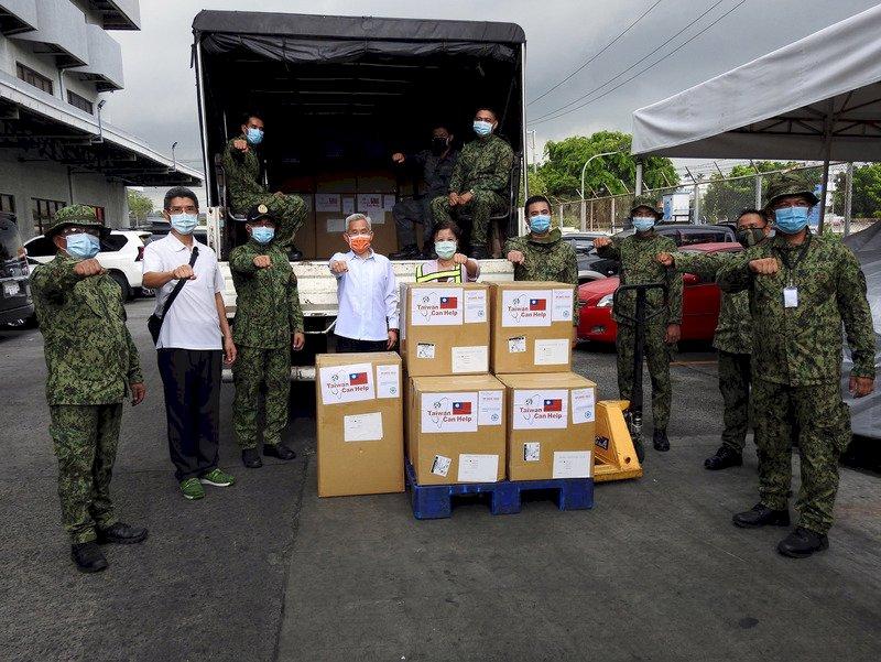 菲律賓疫情未緩 台灣再捐口罩隔離衣