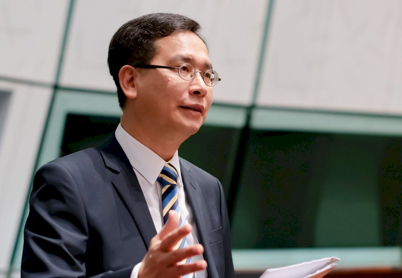 香港新任教師須認識國家發展 泛民怒批思想控制