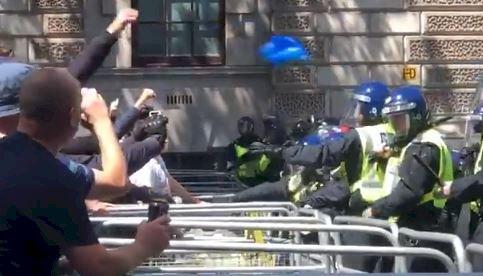 倫敦右翼群眾抗衡反種族歧視示威逾百人被捕