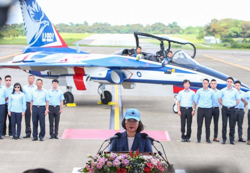 勇鷹高教機成功首飛 總統:落實國防自主的重要環節(影音)