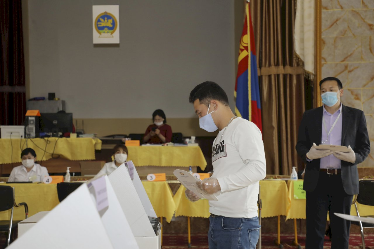 蒙古國國會選舉執政黨大勝 全部76席拿62席