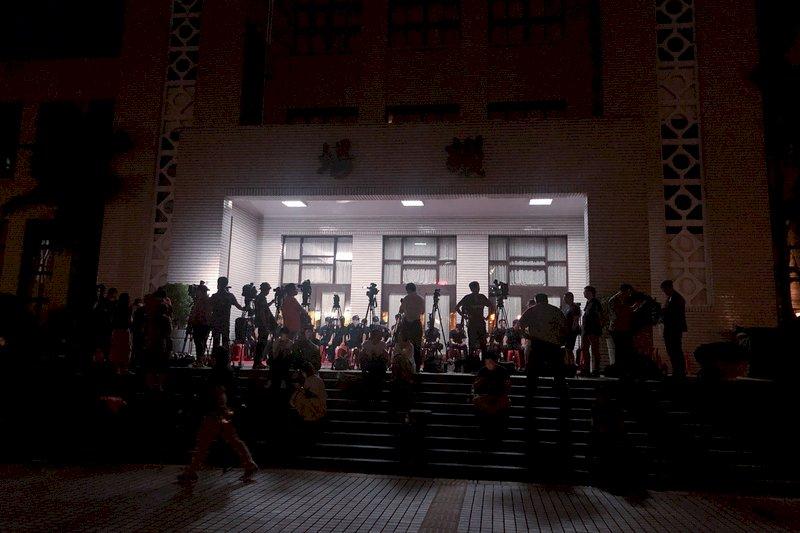 藍委占據議場 立法院談話會不排除延後