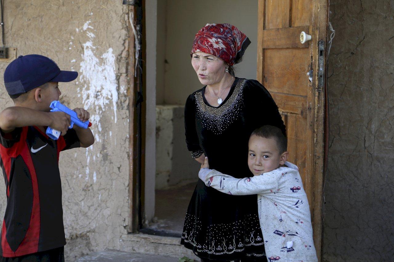 中國計劃性抑制生育 維吾爾人泣遭滅族
