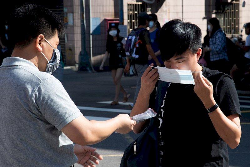 口罩國家隊催生 透明口罩助聽損者權益