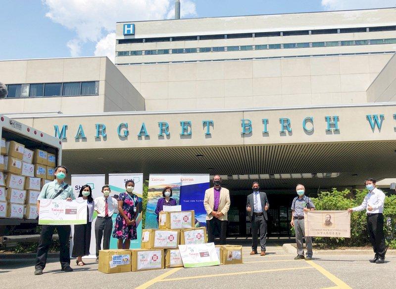 馬偕醫院與淡水區公所 口罩傳愛心至加拿大