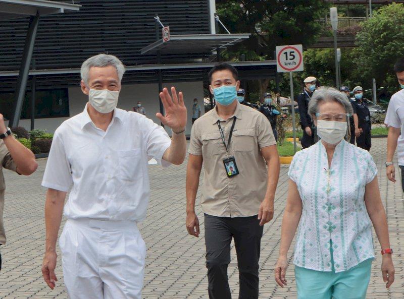 新加坡國會大選 總理李顯龍夫婦完成投票