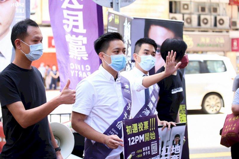 警搜索香港民意研究所 泛民初選被迫延至中午