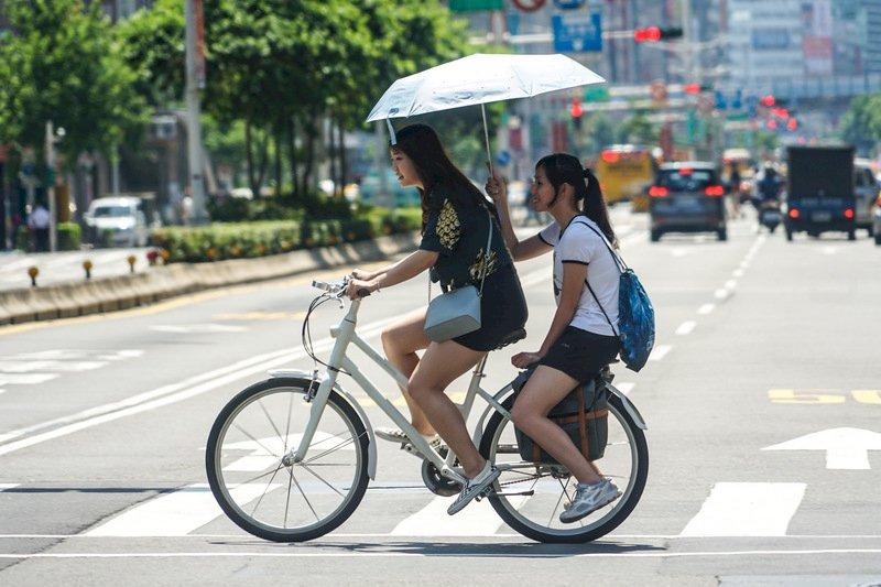 白天高溫炎熱 中南部近山區可達36度以上