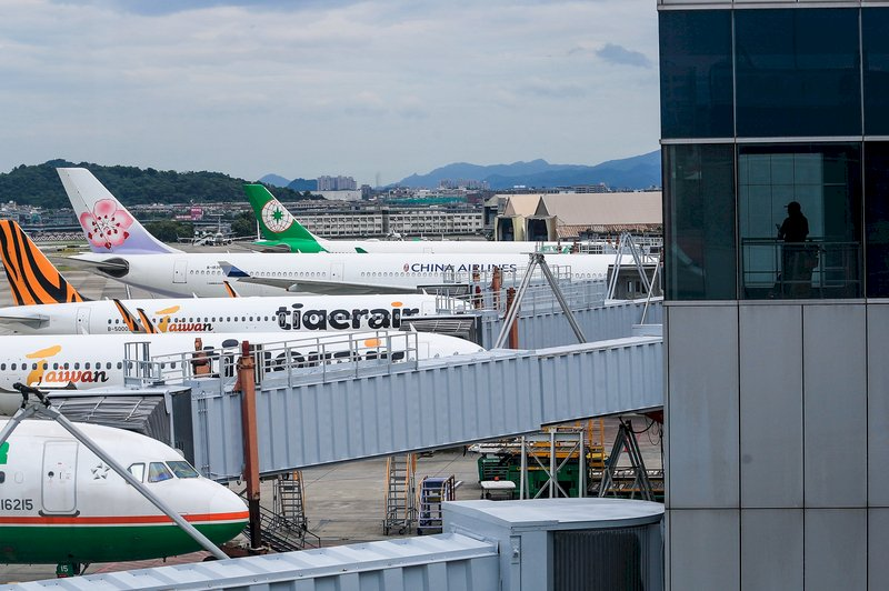 松山機場豪雨 29航班延誤、1班取消