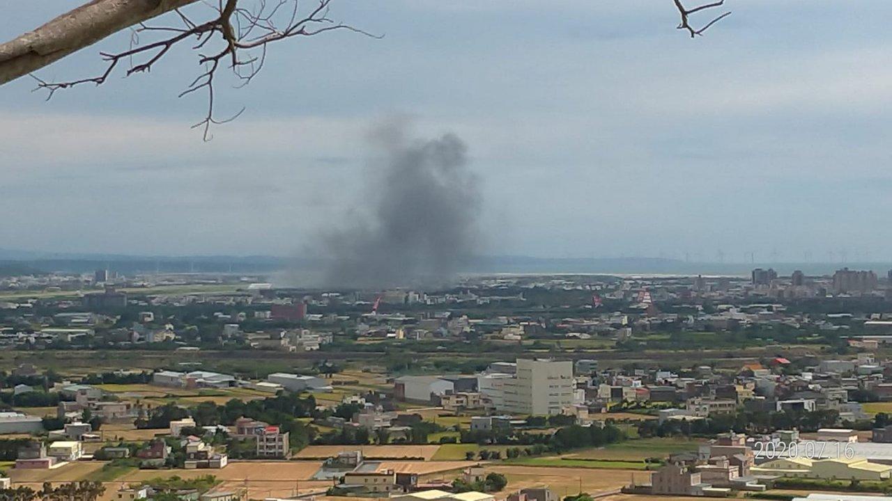 消防局:新竹空軍基地疑直升機墜落火警