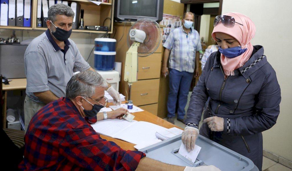 烽火連天與經濟混亂中 敘利亞國會選舉登場