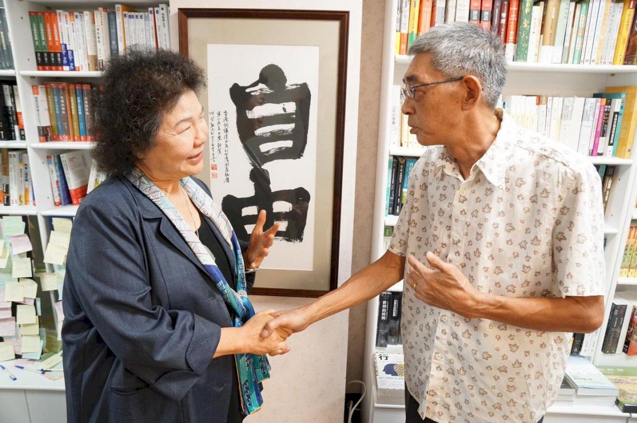 訪銅鑼灣書店 陳菊:人權是普世價值香港不孤單