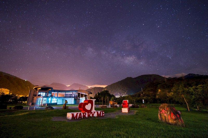 英仙座流星雨 每小時近百顆流星