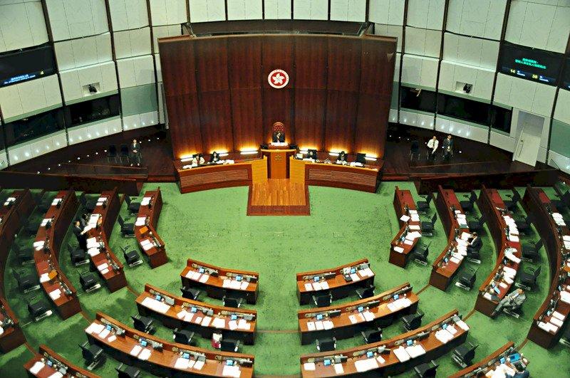 香港泛民多數立法會議員傾向留任過渡