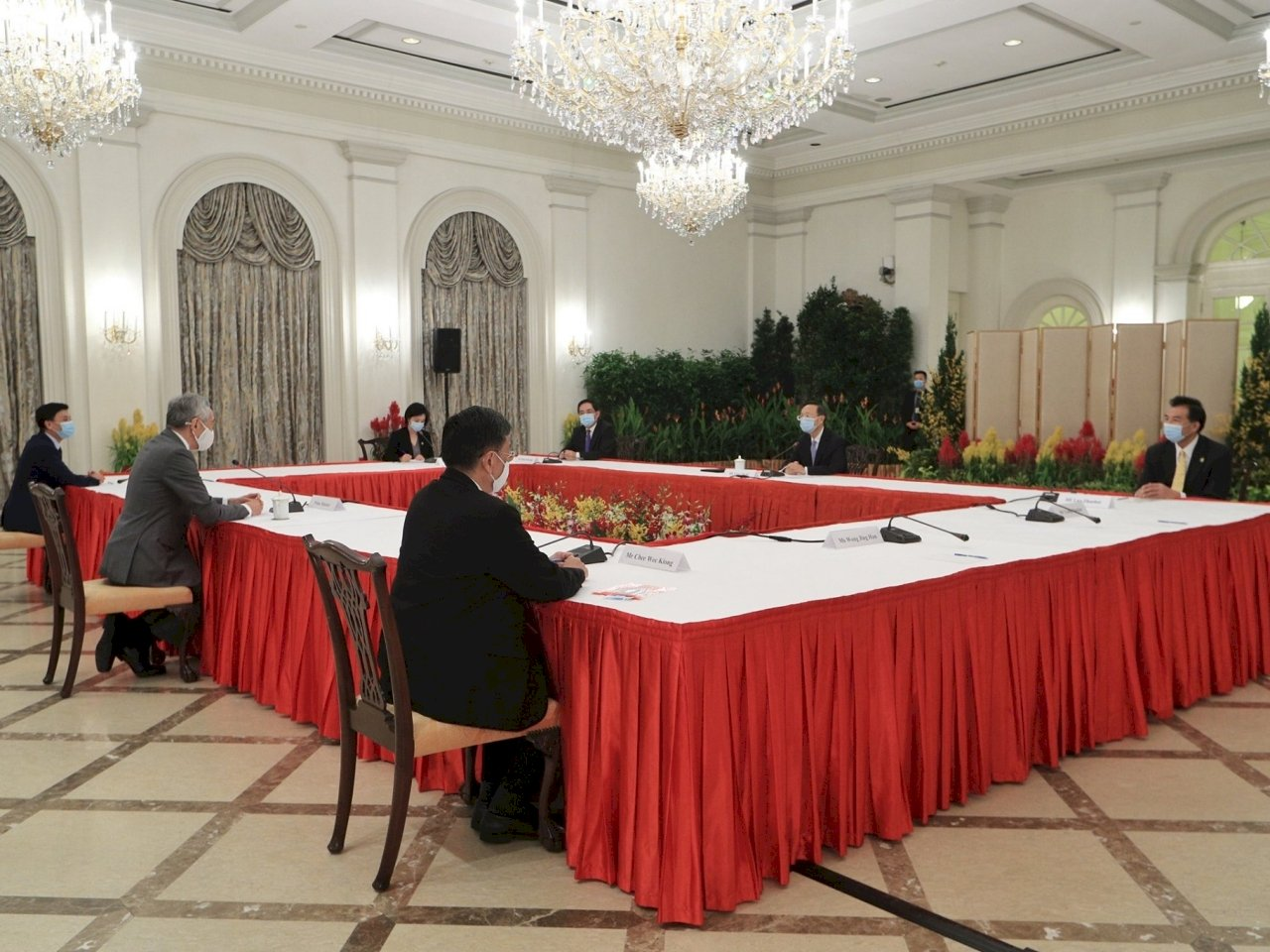 楊潔篪訪新加坡 李顯龍盼兩國攜手合作