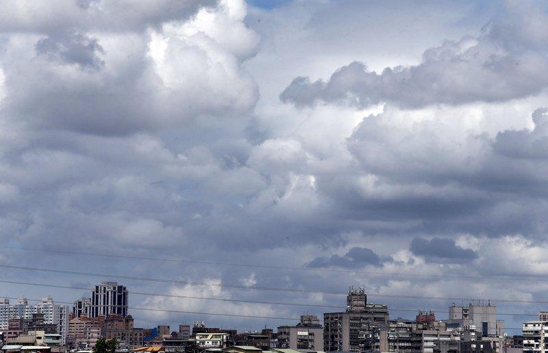 颱風「巴威」海警發布 研判發陸警機率不高