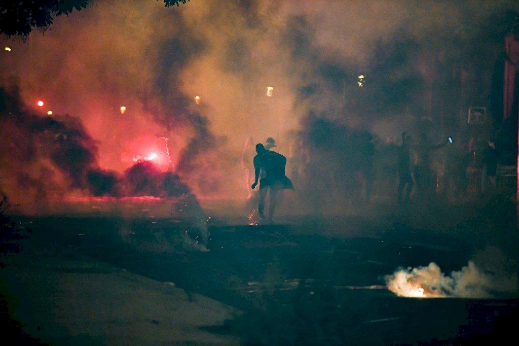 歐冠決賽巴黎飲恨慕尼黑 香榭大道爆警民衝突