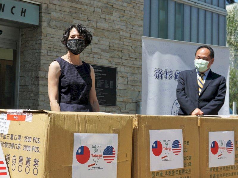 台灣口罩援美 牽出蕭美琴與洛杉磯市長14年交情