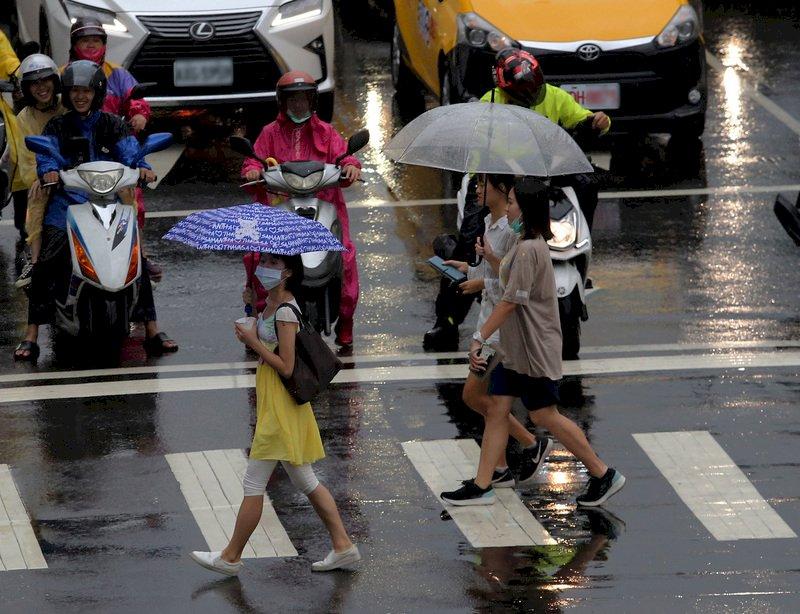 桃園以北宜蘭降雨明顯 留意南海熱帶低壓動態